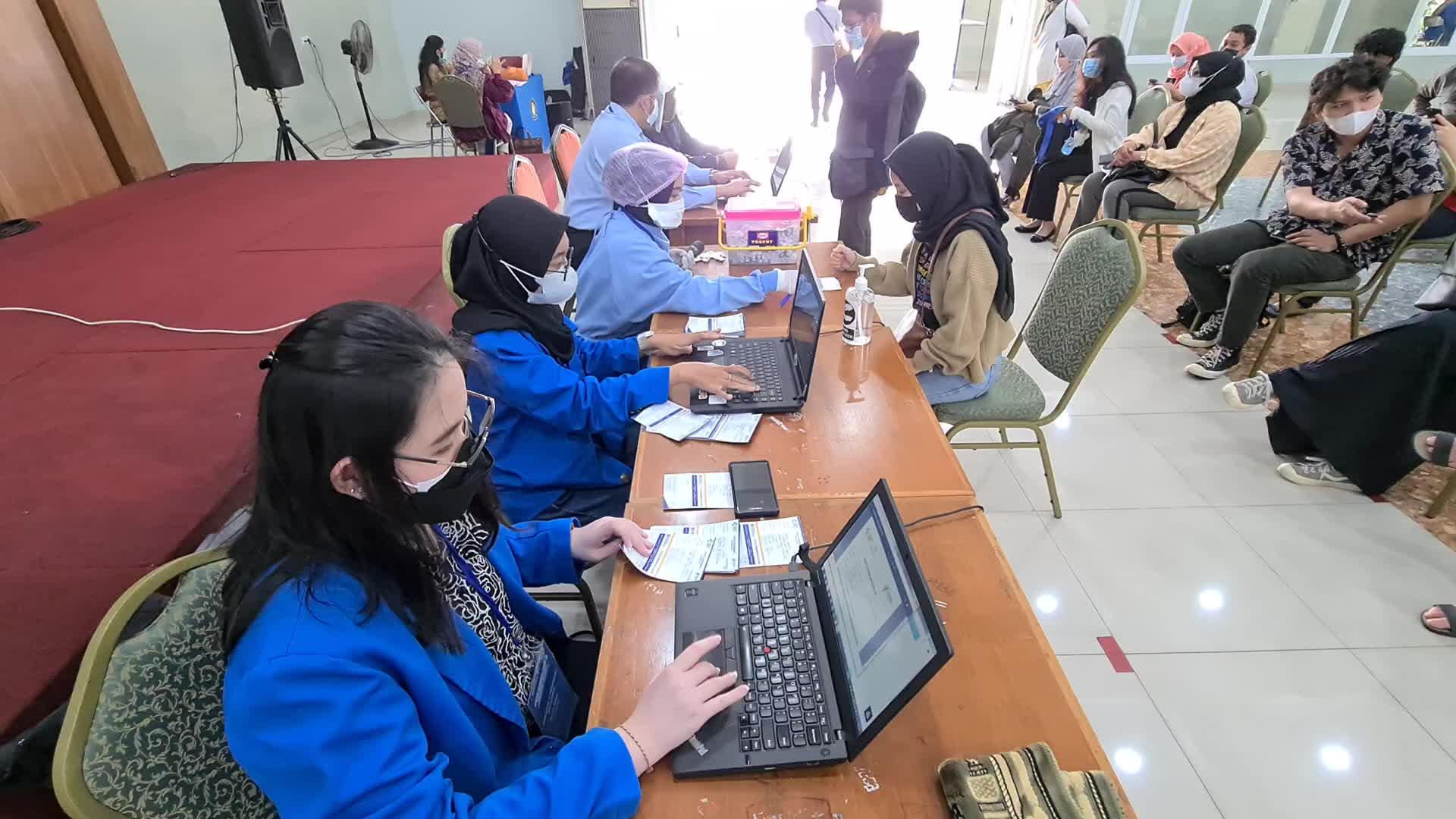 Coronavirus vaccination for teenagers in Indonesia