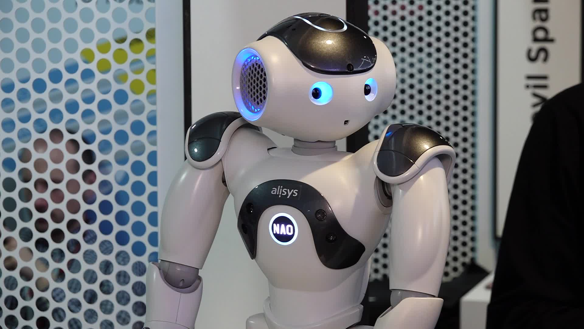 Robots Interact With Human At Mobile World Congress
